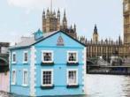 На Темзе появился плавающий дом